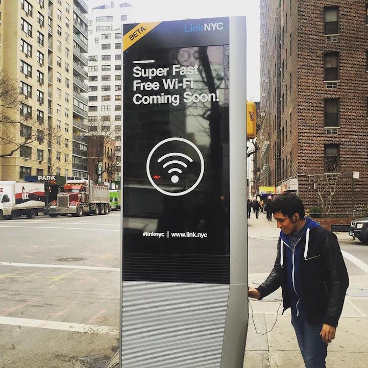 cabines téléphoniques hubs Wi-Fi à New York LinkNYC