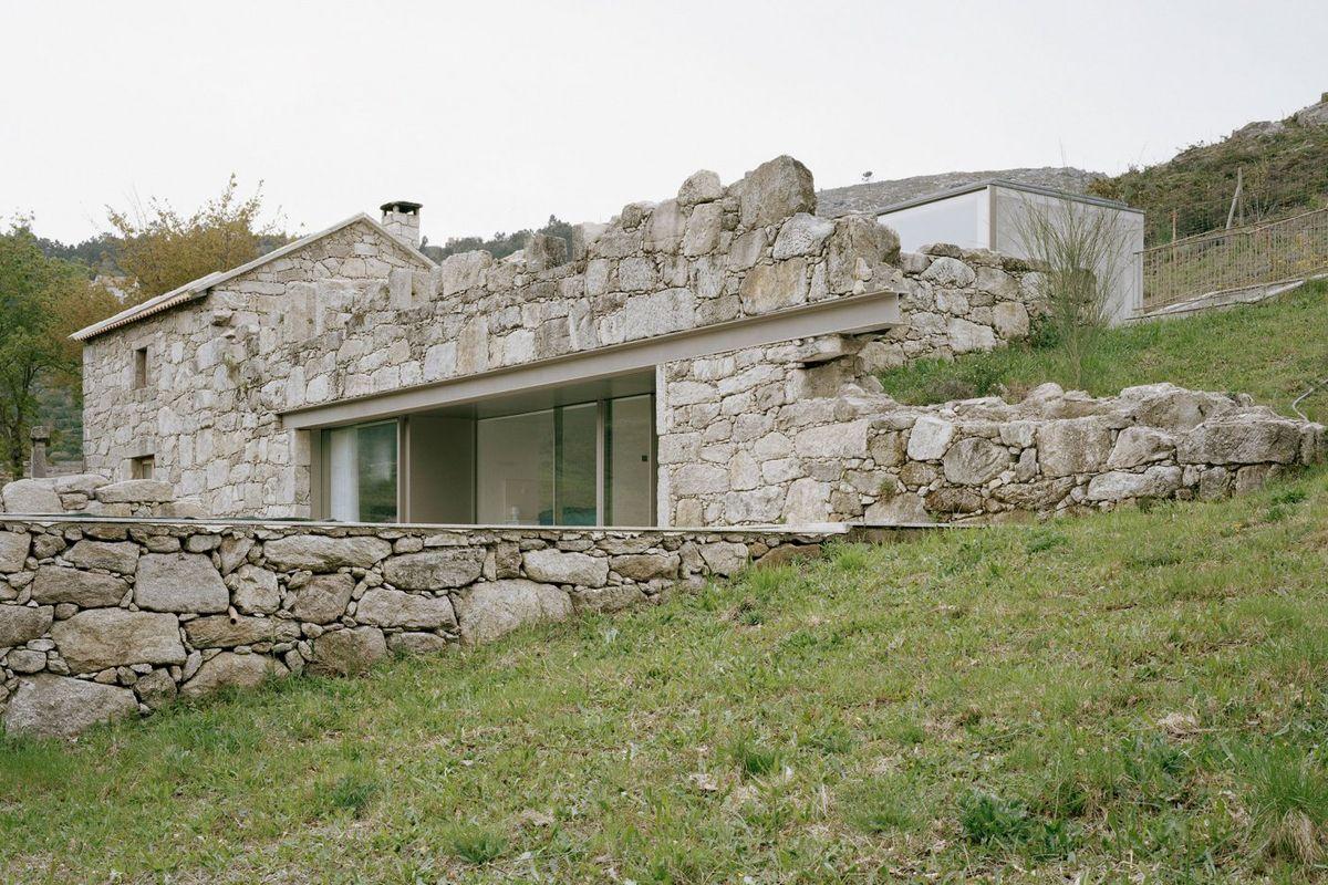 maison contemporaine en pierre