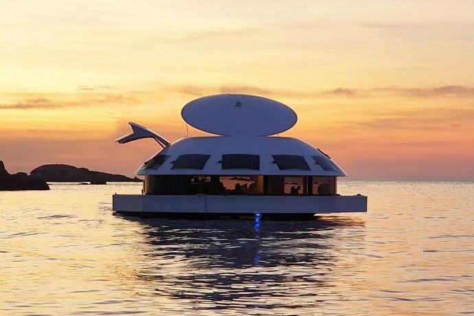 Anthenea – Une maison flottante digne des plus grands repaires de méchants