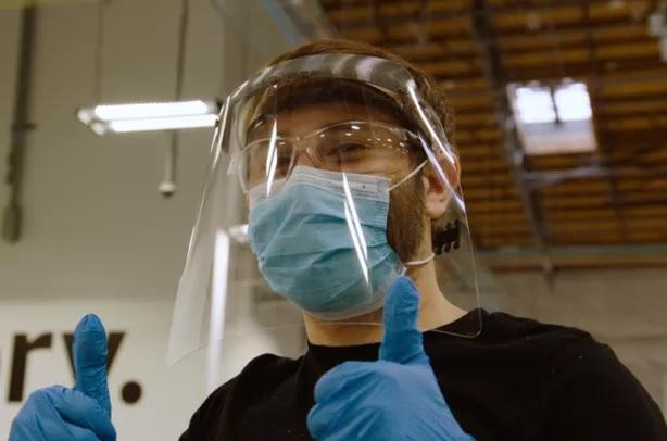 Des ingénieurs d'Amazon développent des boucliers faciaux