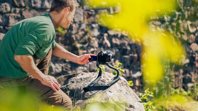 Conda - Frii Designs dévoile une courroie d'appareil photo qui se transforme en trépied rigide 1