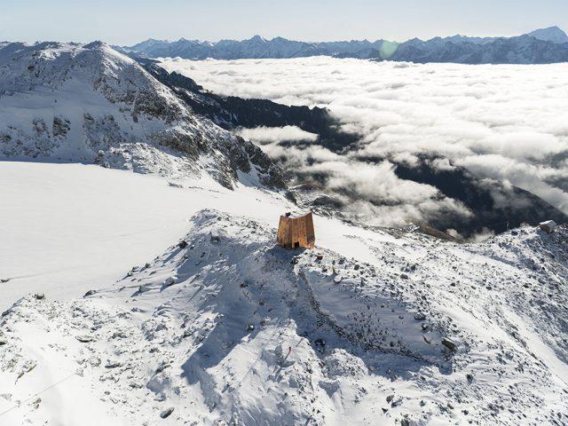 Sasso Nero – Un étrange refuge dans les Alpes Italiennes