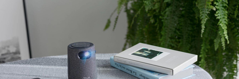 Le projecteur Asus fait la taille d'une tasse à café