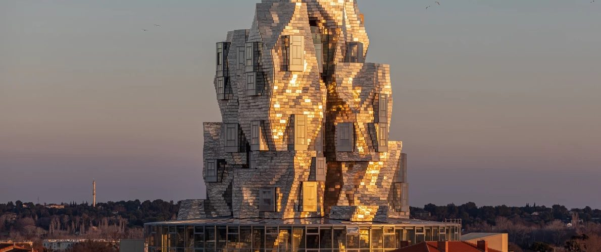 Frank Gehry transforme l'acier en une tour inspirée de Vincent van Gogh.