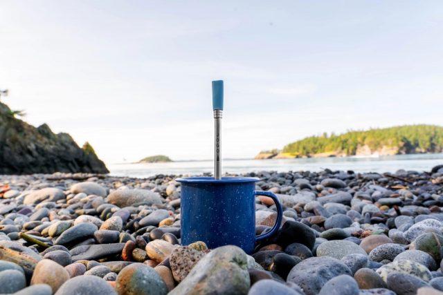 La paille à café JoGo permet d'obtenir un café robuste et frais au plus profond de la nature