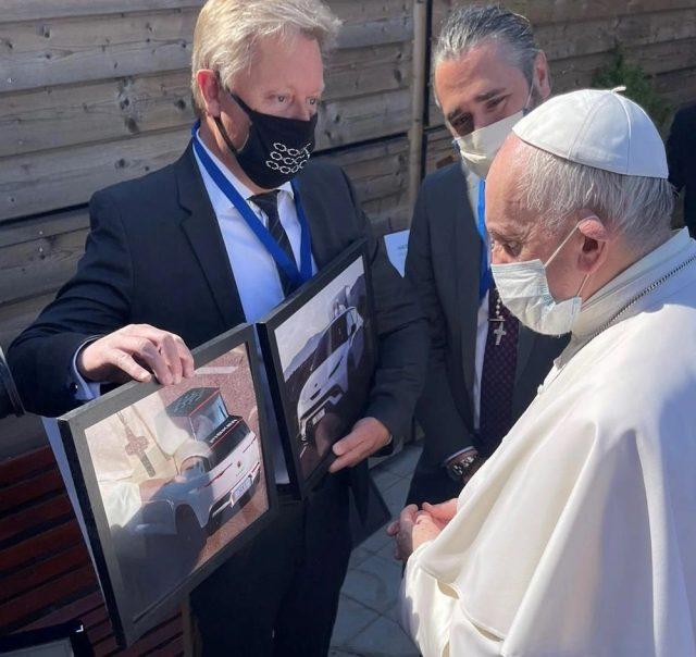 Fisker va construire la première papamobile entièrement électrique pour le pape François 1