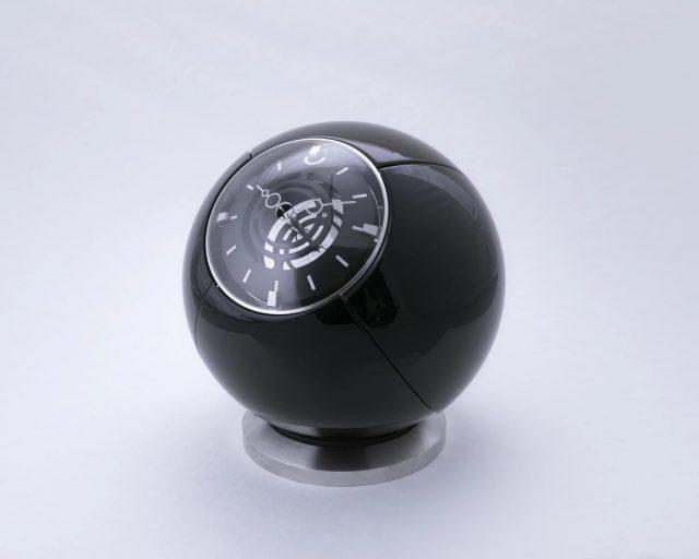 L'étrange horloge Orb de MB&F est inspirée par des yeux et des ailes de scarabée 1